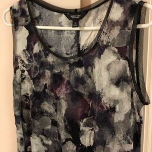 Ladies sleeveless tunic length top